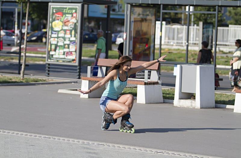 Οδηγεί το ευθύγραμμο σαλάχι στη χαμηλωμένη θέση Ευθύγραμμο σαλάχι κοριτσιών Novi Sad στοκ φωτογραφίες με δικαίωμα ελεύθερης χρήσης
