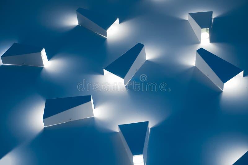 Οδηγημένος ελαφρύς φωτισμός Σύγχρονο ελαφρύ εσωτερικό ύφος στοκ φωτογραφία με δικαίωμα ελεύθερης χρήσης