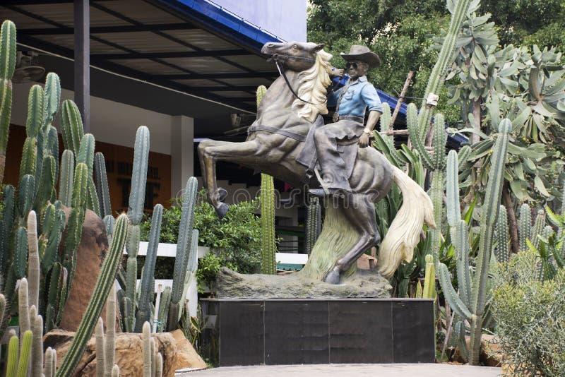 Οδηγώντας αγάλματα αλόγων κάουμποϋ για την επίδειξη σε υπαίθριο σε Saraburi, Ταϊλάνδη στοκ φωτογραφία με δικαίωμα ελεύθερης χρήσης