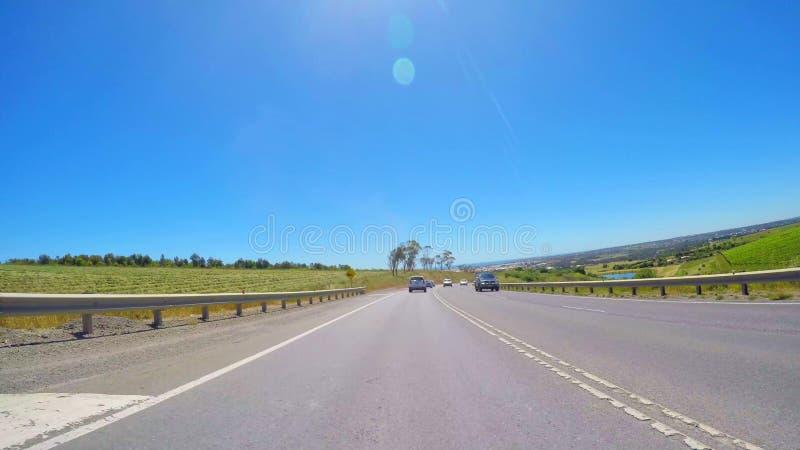 Οδηγώντας κατά μήκος του λιμενικού δρόμου του Victor με τις απόψεις του λιμένα Noarlunga, Νότια Αυστραλία στοκ εικόνες με δικαίωμα ελεύθερης χρήσης