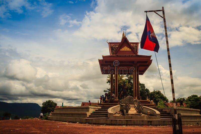 Οδηγώντας μνημείο αλόγων πολεμιστών σε Chong Arn μΑ, διέλευση συνόρων ταϊλανδικός-Καμπότζη (αποκαλούμενη μια διέλευση συνόρων Ses στοκ εικόνες