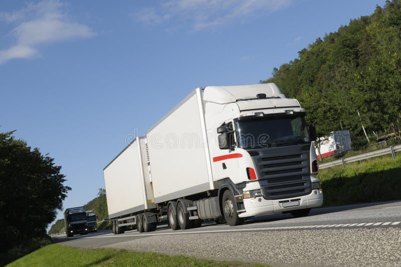οδηγώντας truck περασμάτων βουνών στοκ φωτογραφίες με δικαίωμα ελεύθερης χρήσης