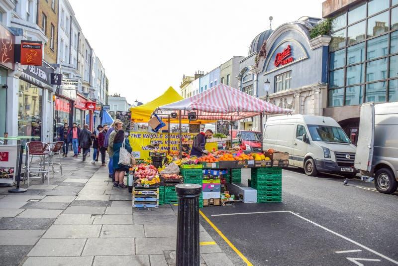 Οδική αγορά Portobello, μια διάσημη οδός στο Νότινγκ Χιλ, Λονδίνο, Αγγλία, Ηνωμένο Βασίλειο στοκ εικόνες