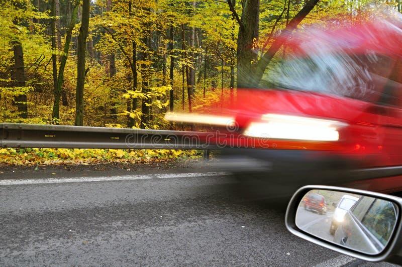 Οδική ανασκόπηση αυτοκινήτων στοκ εικόνες με δικαίωμα ελεύθερης χρήσης