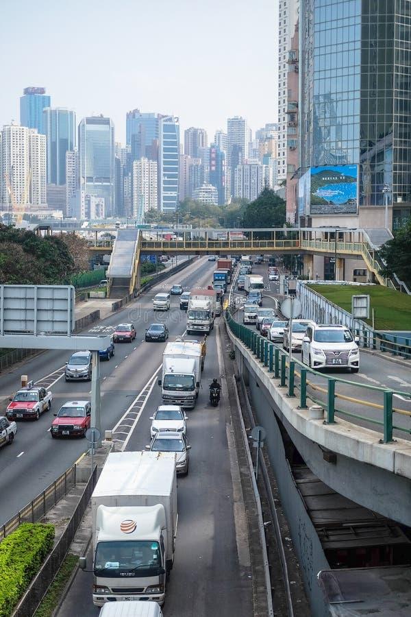 Οδική κυκλοφορία στο κεντρικό Χονγκ Κονγκ στην ημέρα στοκ φωτογραφία με δικαίωμα ελεύθερης χρήσης