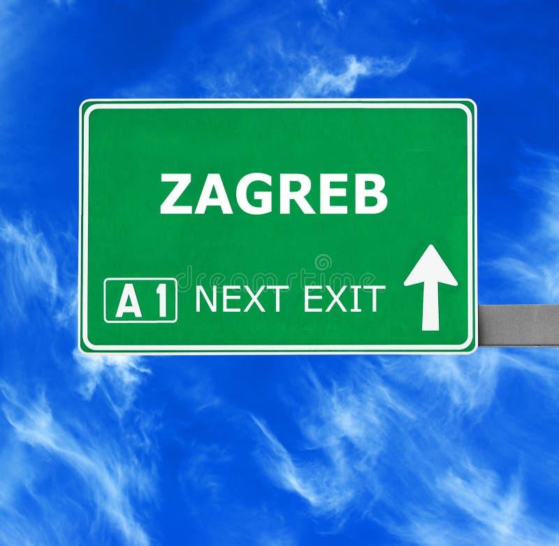 Οδικό σημάδι του ΖΑΓΚΡΕΜΠ ενάντια στο σαφή μπλε ουρανό στοκ εικόνες με δικαίωμα ελεύθερης χρήσης
