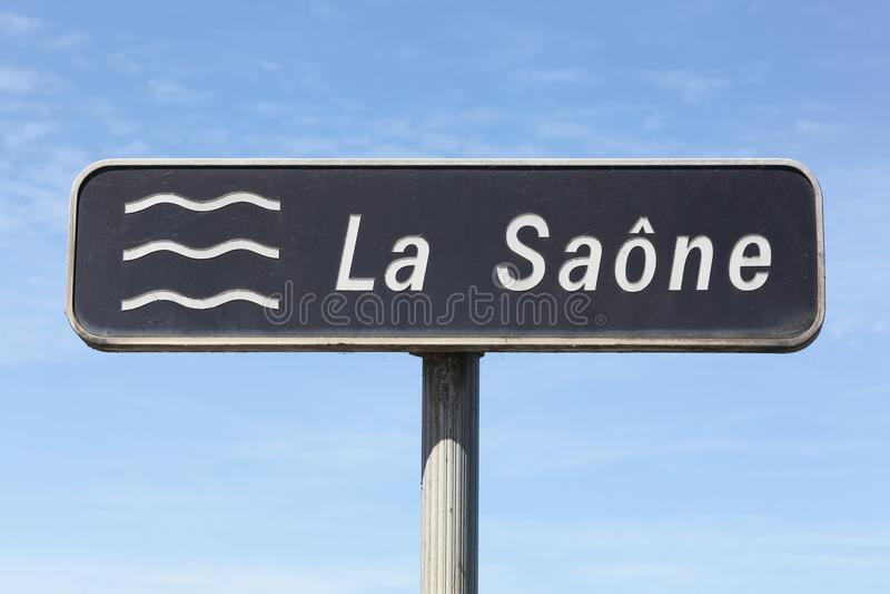 Οδικό σημάδι του ποταμού Saone στη Γαλλία στοκ εικόνα
