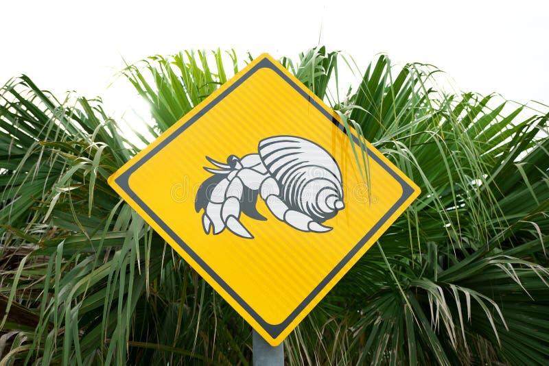 Οδικό σημάδι, beware του περάσματος του επίγειου καβουριού ερημιτών στοκ εικόνα με δικαίωμα ελεύθερης χρήσης