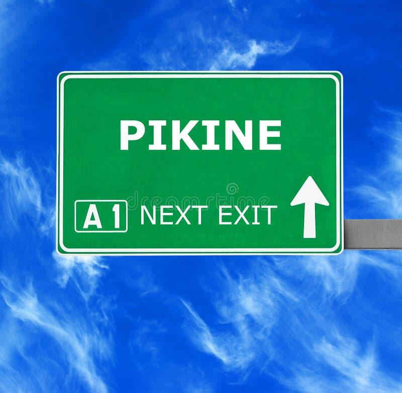 Οδικό σημάδι PIKINE ενάντια στο σαφή μπλε ουρανό στοκ φωτογραφίες