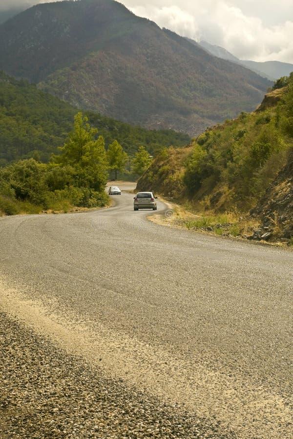 οδικό serpentine βουνών αυτοκινήτ& στοκ εικόνες με δικαίωμα ελεύθερης χρήσης
