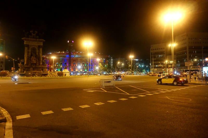 Οδοί της νότιας πόλης νύχτας: Βαρκελώνη στοκ φωτογραφία