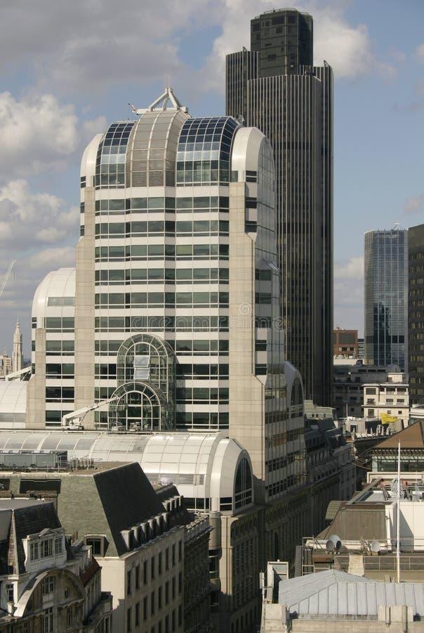 οδοί του Λονδίνου κτηρί&ome στοκ φωτογραφία με δικαίωμα ελεύθερης χρήσης