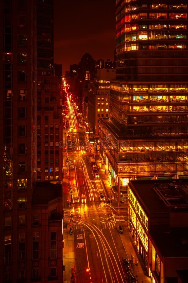 Οδοί του Μανχάταν τη νύχτα στοκ εικόνες με δικαίωμα ελεύθερης χρήσης