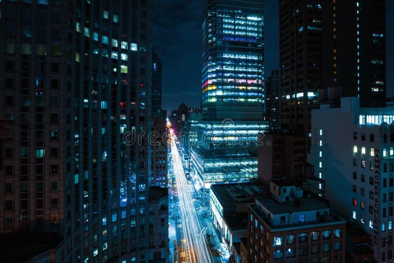 Οδοί του Μανχάταν τη νύχτα στοκ φωτογραφία