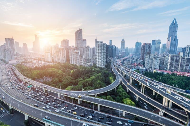 Οδογέφυρα πόλεων στη ώρα κυκλοφοριακής αιχμής στοκ εικόνες