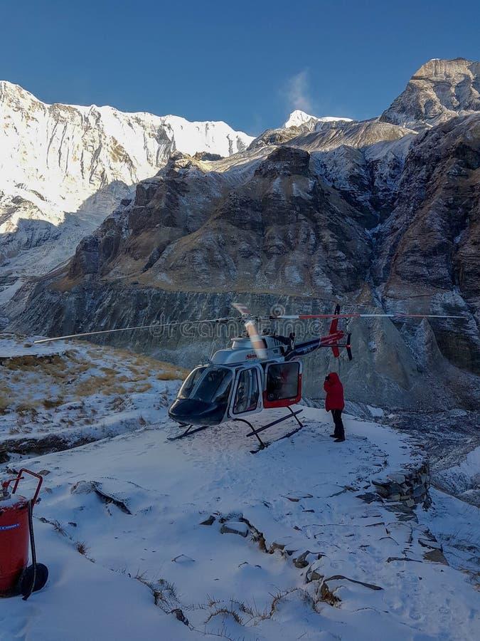 Οδοιπορικό πεζοπορίας στρατόπεδων βάσεων Annapurna, Ιμαλάια, Νεπάλ Το Νοέμβριο του 2018 Ανατολή σε ABC Το ελικόπτερο έφερε έναν τ στοκ φωτογραφίες με δικαίωμα ελεύθερης χρήσης