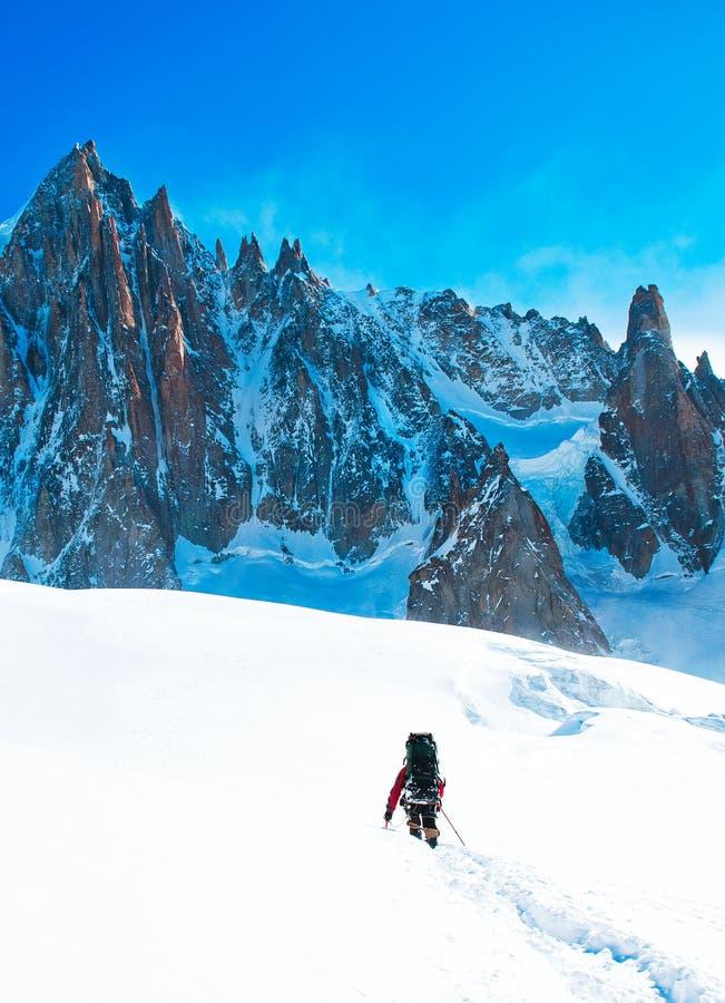 Οδοιπόροι στα χειμερινά βουνά στοκ φωτογραφίες με δικαίωμα ελεύθερης χρήσης