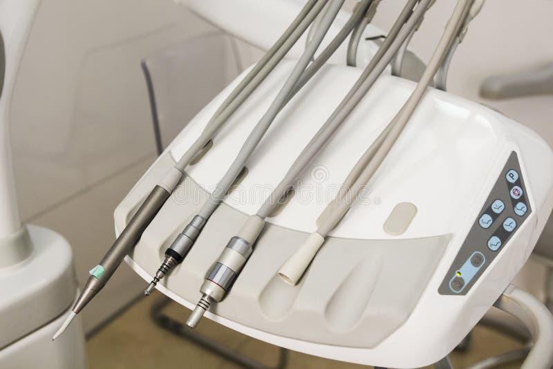 Οδοντικός εξοπλισμός κλινικών και έννοια στοματολογίας στοκ εικόνα με δικαίωμα ελεύθερης χρήσης