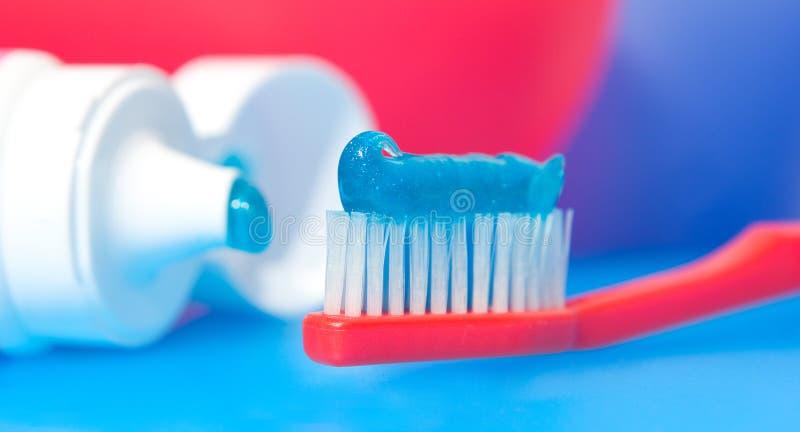 Download οδοντόβουρτσα στοκ εικόνες. εικόνα από οδοντικός, κόκκινος - 383186