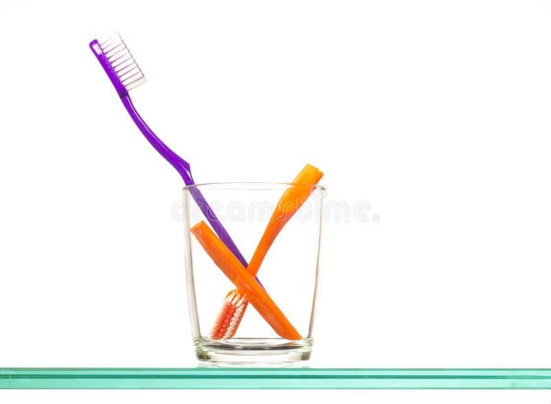 οδοντόβουρτσες γυαλ&iota στοκ εικόνες