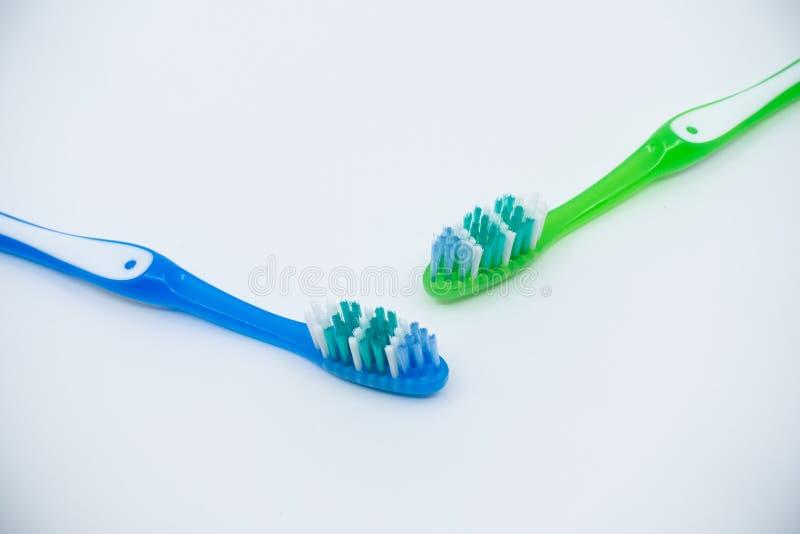Οδοντόβουρτσες σε ένα άσπρο υπόβαθρο στοκ φωτογραφία με δικαίωμα ελεύθερης χρήσης