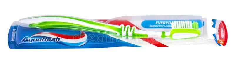 Οδοντόβουρτσες AQUAFRESH που απομονώνονται στο άσπρο υπόβαθρο στοκ εικόνες