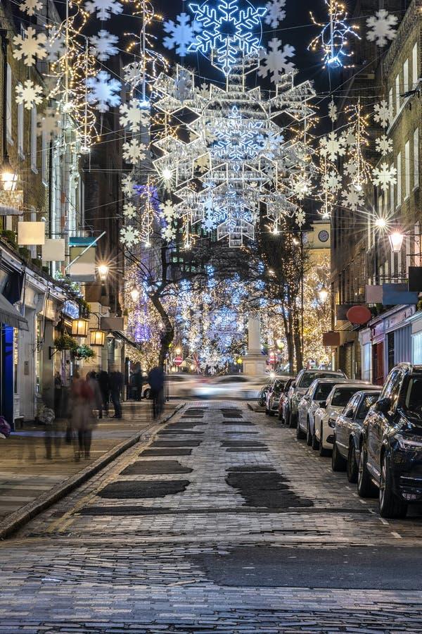 Οδός αγορών του Λονδίνου με τα φω'τα Χριστουγέννων στοκ εικόνες