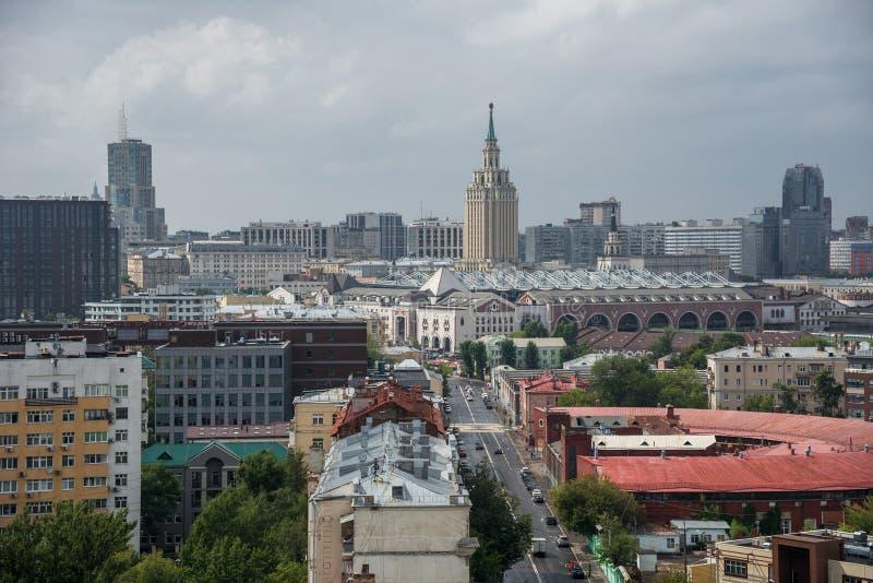 Οδός και ξενοδοχείο Hilton Μόσχα Leningradskaya Novoryazanskaya στοκ φωτογραφία με δικαίωμα ελεύθερης χρήσης