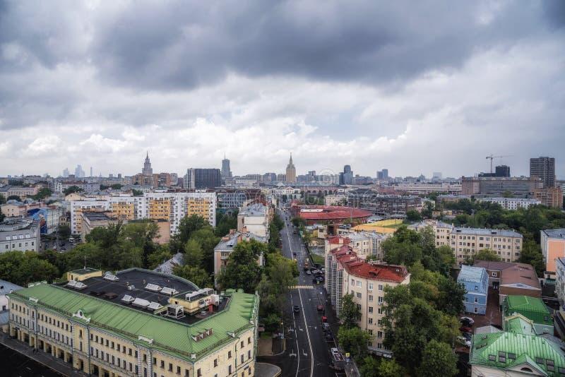 Οδός και ξενοδοχείο Hilton Μόσχα Leningradskaya Novoryazanskaya στοκ εικόνες με δικαίωμα ελεύθερης χρήσης