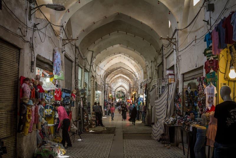 Οδός κύριου του bazar Kashan το απόγευμα σε μια καλυμμένη αλέα της αγοράς στοκ φωτογραφία με δικαίωμα ελεύθερης χρήσης