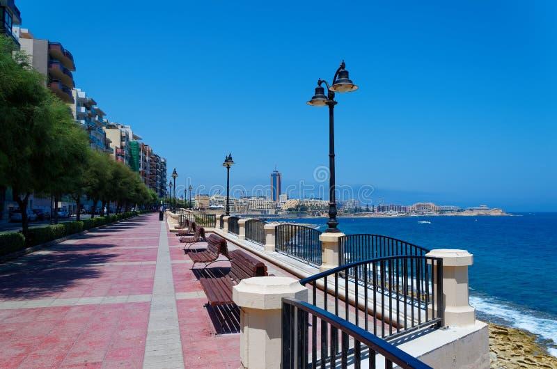 Οδός περιπάτων στην πόλη Sliema στη Μάλτα στοκ εικόνες με δικαίωμα ελεύθερης χρήσης