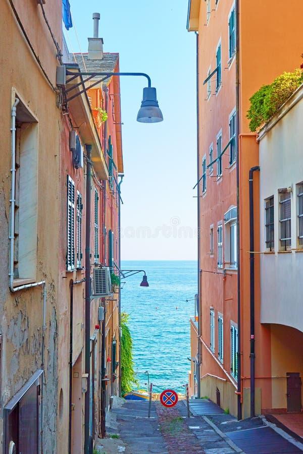 Οδός που οδηγεί στη θάλασσα σε Γένοβα Nervi στοκ φωτογραφίες