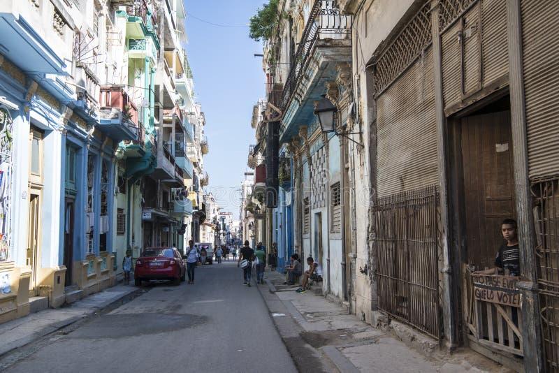 Οδός στην Αβάνα με τα κατεστραμμένα σπίτια, Κούβα στοκ φωτογραφίες με δικαίωμα ελεύθερης χρήσης