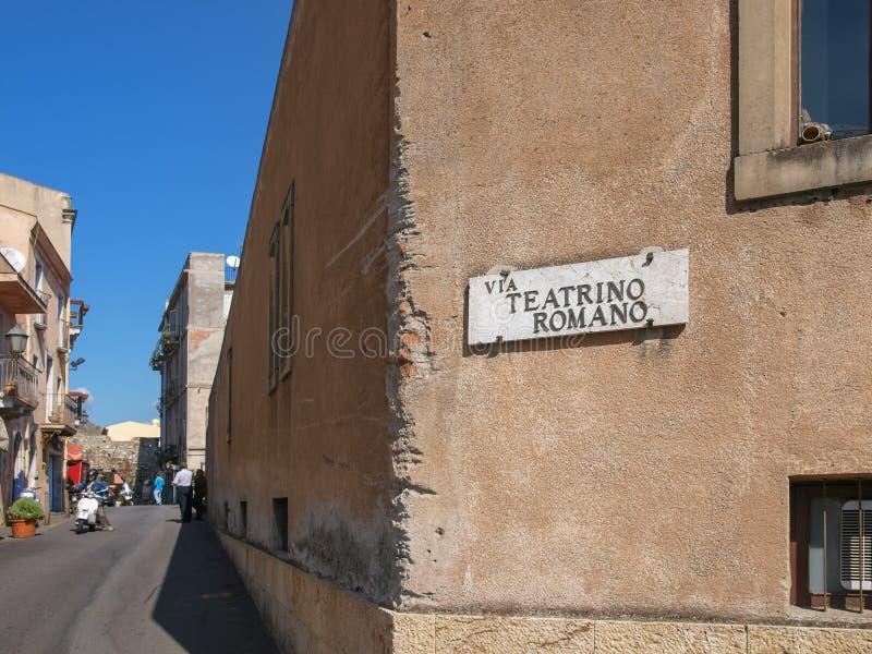 Οδός στη διάσημη παραθεριστική πόλη Taormina, Σικελία στοκ φωτογραφία με δικαίωμα ελεύθερης χρήσης