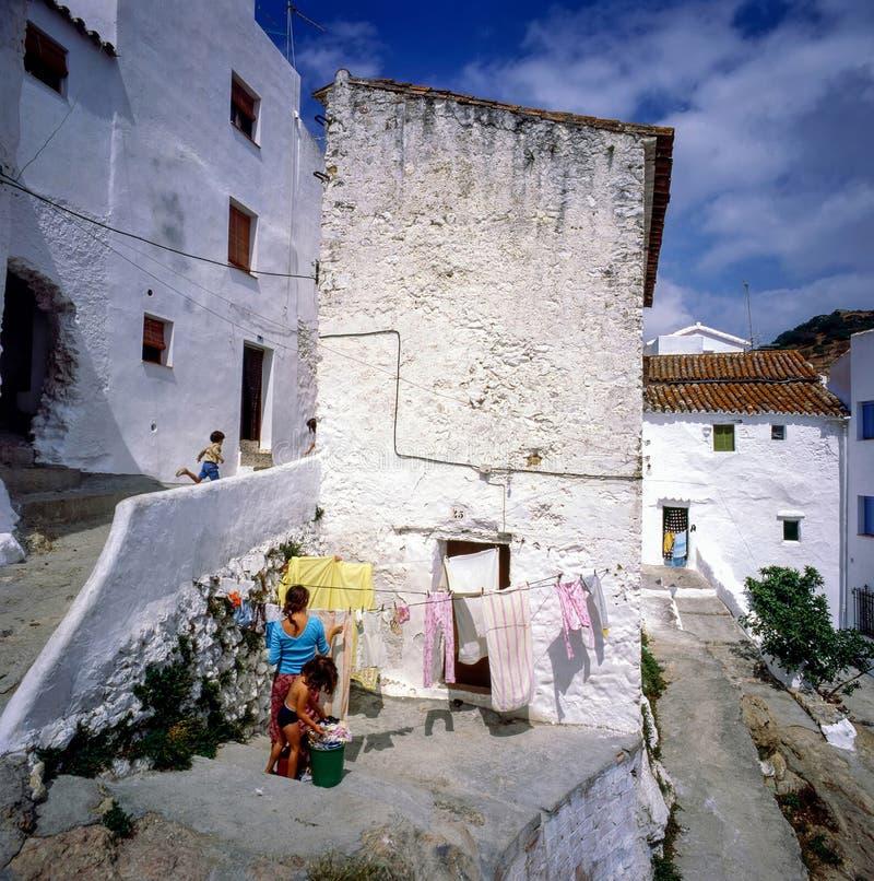 Οδός στο χωριό Casares, Ισπανία στοκ φωτογραφίες
