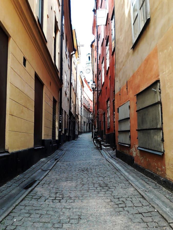 Οδός της παλαιάς ευρωπαϊκής πόλης, Στοκχόλμη, Σουηδία, καλοκαίρι στοκ φωτογραφία με δικαίωμα ελεύθερης χρήσης