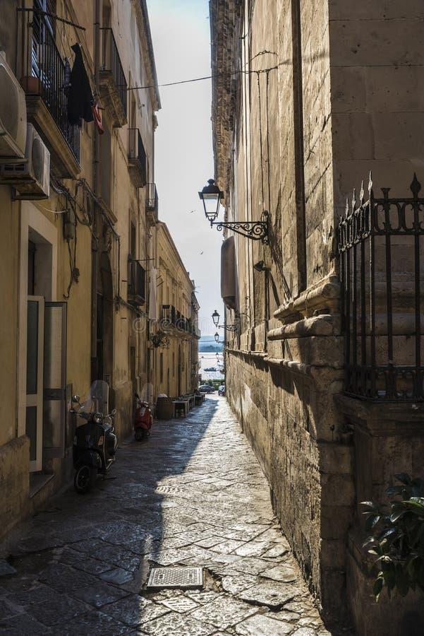 Οδός της παλαιάς πόλης Siracusa, Σικελία, Ιταλία στοκ εικόνες