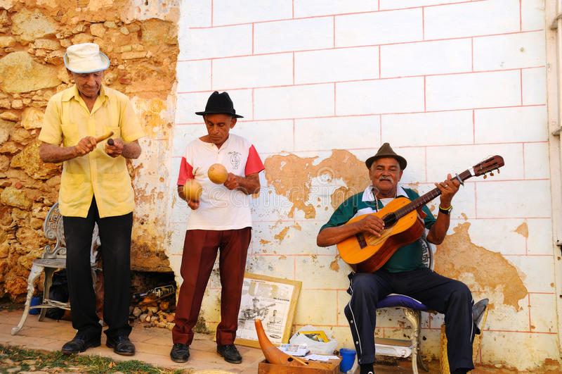 οδός Τρινιδάδ muscians της Κούβα&si στοκ φωτογραφία