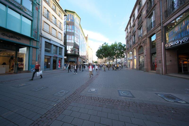 Οδός Arcades Grandes που συνδέει την πλατεία Kleber στο Στρασβούργο, Γαλλία στοκ εικόνα