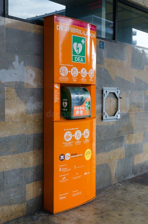 Οδός defibrillator στη στάση λεωφορείου Lloret de Mar, Ισπανία στοκ φωτογραφίες