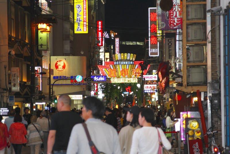 Οδός Dotonbori πινάκων διαφημίσεων νέου ζωής νύχτας αγοραστών, Οζάκα στοκ εικόνα με δικαίωμα ελεύθερης χρήσης
