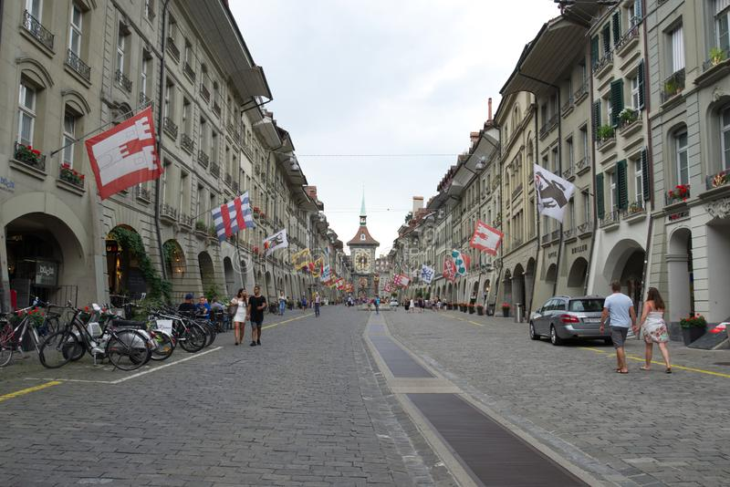 Οδός Kramgasse στην παλαιά πόλη Βέρνη στοκ εικόνες