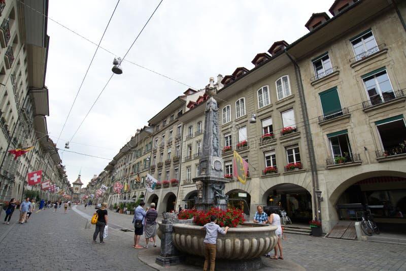 Οδός Kramgasse στην παλαιά πόλη της Βέρνης στοκ εικόνα