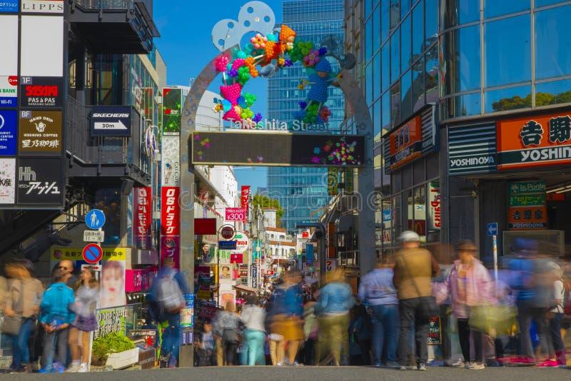 Οδός Takeshita στον πρωινό ευρύ πυροβολισμό Harajuku Τόκιο στοκ εικόνα