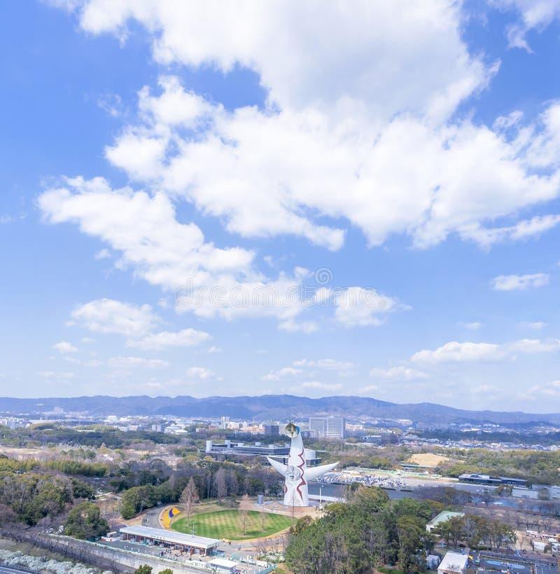 """Οζάκα, Ιαπωνία - Μάρτιος 26, 2019: Η εναέρια άποψη του πύργου του ήλιου, Taiyo αριθ., EXPO """"70 στον εορτασμό Suita EXPO σταθμεύει στοκ εικόνες με δικαίωμα ελεύθερης χρήσης"""