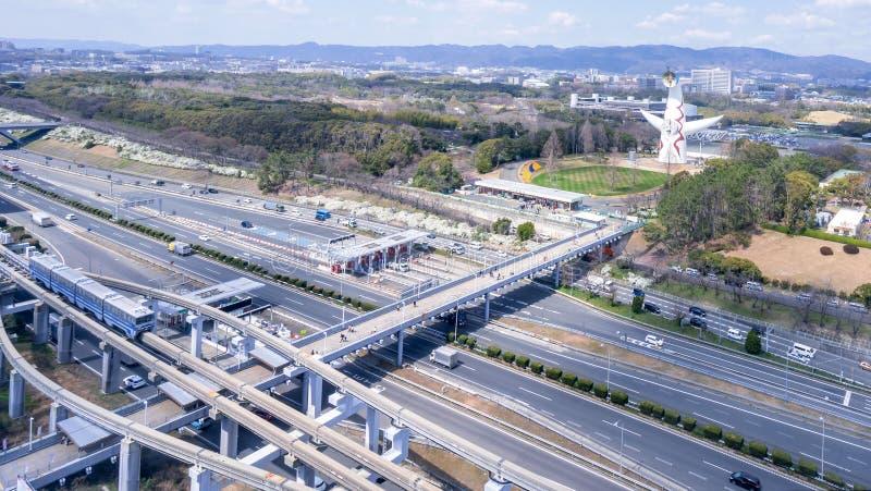"""Οζάκα, Ιαπωνία - Μάρτιος 26, 2019: Η εναέρια άποψη του πύργου του ήλιου, Taiyo αριθ., EXPO """"70 στον εορτασμό Suita EXPO σταθμεύει στοκ φωτογραφία"""