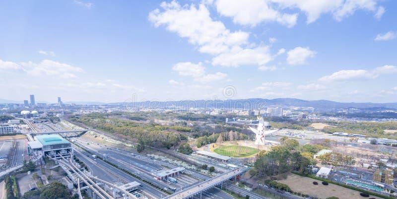 """Οζάκα, Ιαπωνία - Μάρτιος 26, 2019: Η εναέρια άποψη του πύργου του ήλιου, Taiyo αριθ., EXPO """"70 στον εορτασμό Suita EXPO σταθμεύει στοκ εικόνα"""