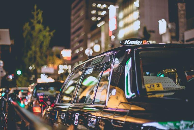 Οζάκα, Ιαπωνία - 7 Νοεμβρίου 2015 μαύρη διάταξη ταξί βραδινής βάρδιας στη σειρά αναμονής στο shinsaibashi κέντρων της πόλης, Οζάκ στοκ εικόνες με δικαίωμα ελεύθερης χρήσης
