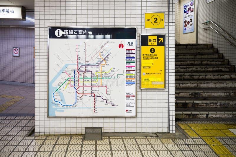Οζάκα, Ιαπωνία, στις 2 Νοεμβρίου 2018: Πίνακας χαρτών υπογείων της Οζάκα σε έναν σταθμό μετρό στην Οζάκα στοκ εικόνες