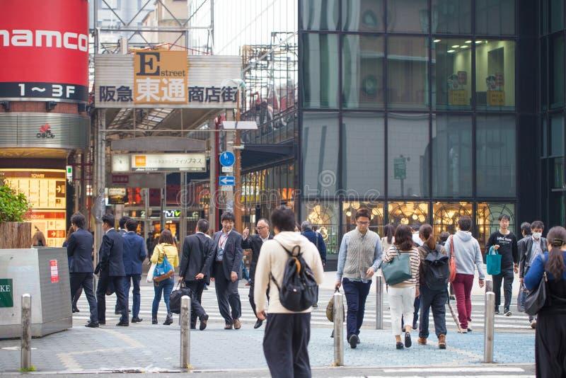 ΟΖΑΚΑ 11 ΝΟΕΜΒΡΊΟΥ: Κέντρο πόλεων που παρουσιάζει ανθρώπινη κυκλοφορία της Οζάκα στην Ιαπωνία στις 11 Νοεμβρίου 2015 στοκ φωτογραφία με δικαίωμα ελεύθερης χρήσης